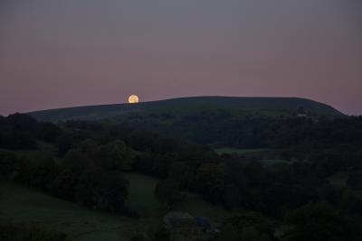 Full Moon setting over Pendle © Stuart Grimshaw